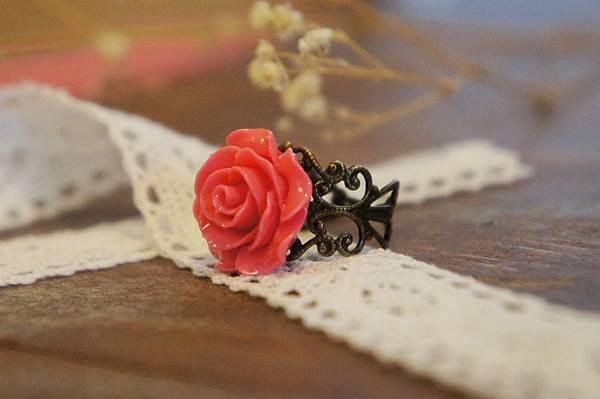 紅色玫瑰花戒指a.JPG