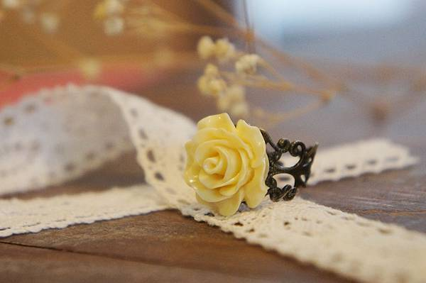 淡黃色玫瑰花戒指a.JPG