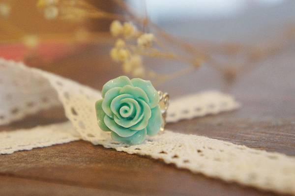 淡藍綠色玫瑰花戒指b.JPG
