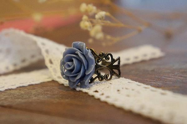 藍色玫瑰花戒指a.JPG
