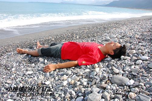 躺在沙灘上.jpg