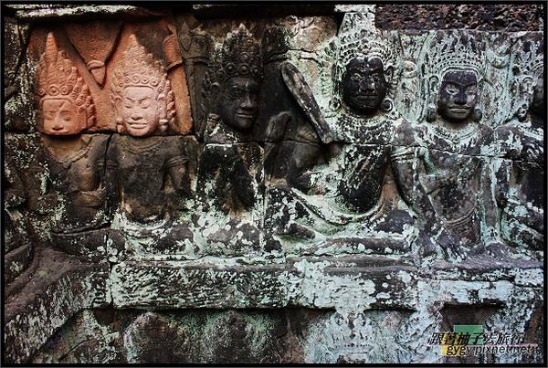 【大吳哥Angkor Thom 】Terrace of the Leper King (癩王平台) 浮雕,新舊並呈.jpg