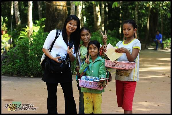【大吳哥Angkor Thom 】賣東西的小孩.jpg