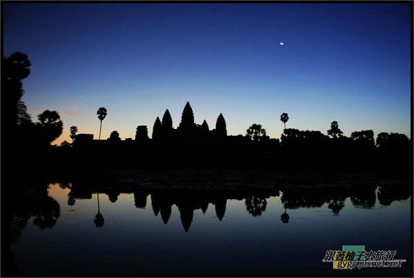 【小吳哥Angkor Wat 】日出前剪影.jpg