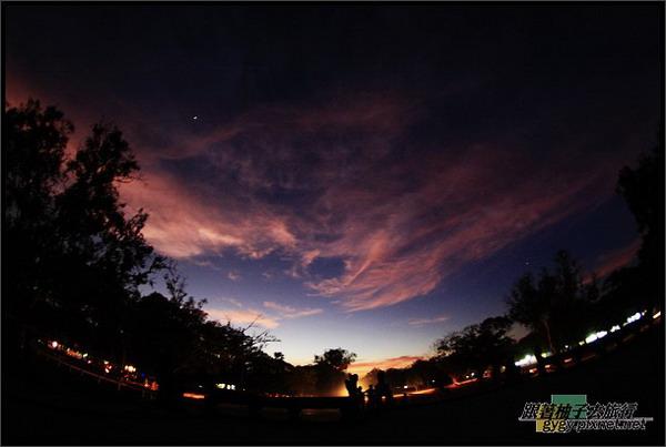 【小吳哥Angkor Wat 】出口黃昏的晚霞.jpg