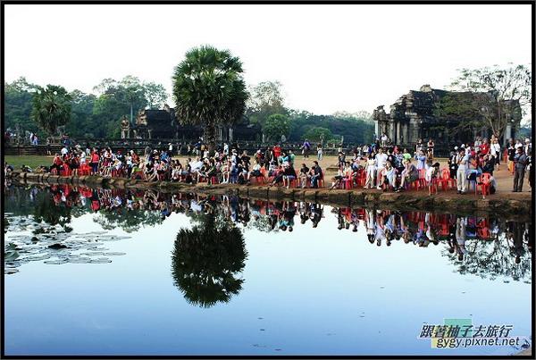 【小吳哥Angkor Wat 】拍日出的人兒.jpg