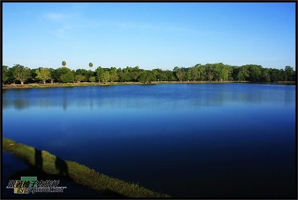 【小吳哥Angkor Wat 】清晨的護城河.jpg
