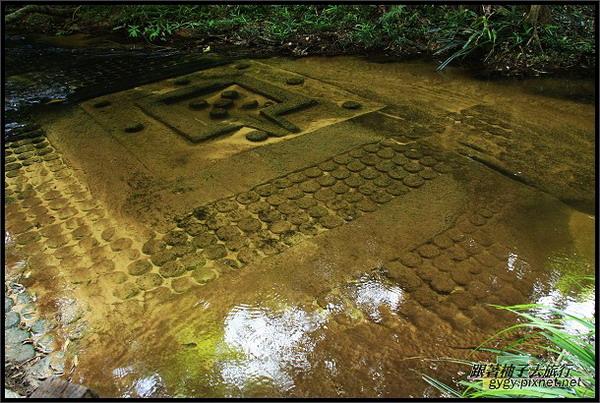 【科巴斯賓水底浮雕Kbal Spean】上萬個林伽與優尼.jpg
