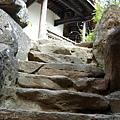 東亭旁石梯往蛇廊