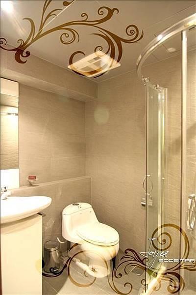 小空間的客用衛浴,可搭配小空間專用的淋浴空間,一樣達到乾溼...