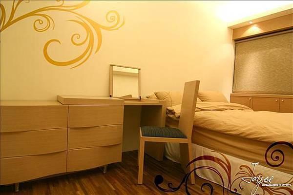 客房以柔和的燈光,同色調的家飾搭配,簡單迎合住進來的每一位...
