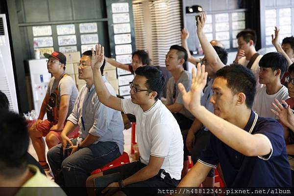 教學分享會現場有位來自台南的王先生提問有關自辦外匯車問題,王先生本來想在台南找貿易車商購買外匯車, 後來看到GE台北車庫自辦外匯車分享會就報名來參加了,王先生問自辦外匯車價格比較便宜嗎?答案是確定的, 因為自辦進口跳過了中間商也就是台灣貿易車商,當然價格一定便宜阿。