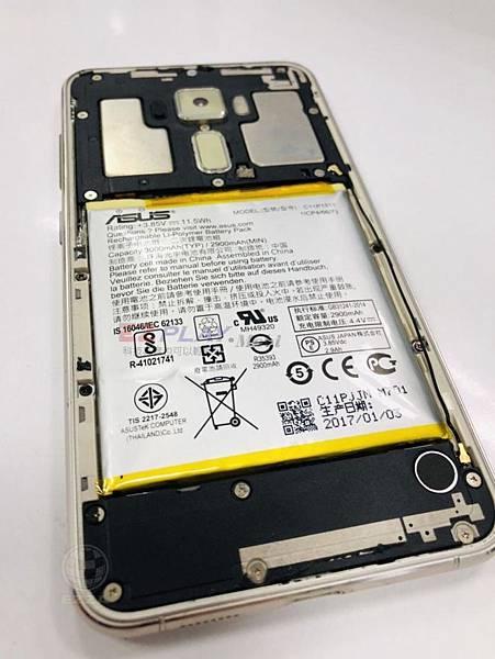 華碩ZenFone3電池膨脹.jpg