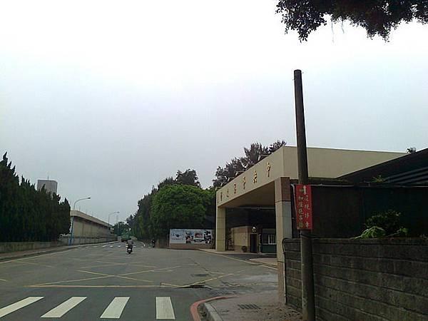 1.從桃園公西中央警察大學(樹人路)方向下去.jpg