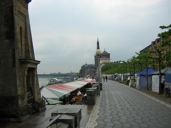 Dusseldorf 萊因河岸1.jpg