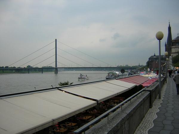 Dusseldorf萊因河岸2.jpg