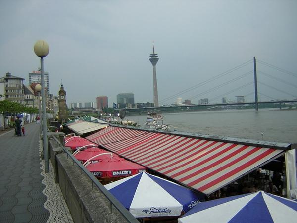 Dusseldorf萊因河岸4.jpg