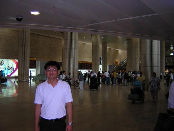 我在以色列機場大廳.jpg