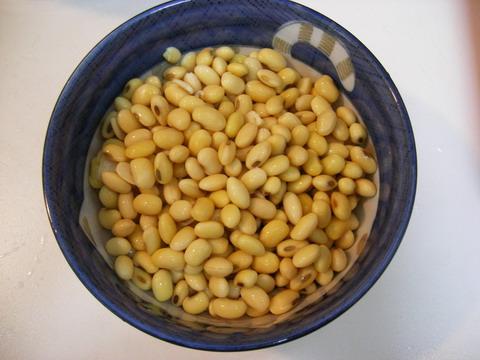 7.浸泡過的黃豆會比原來的體積約大了2~3倍,分3次倒入果汁機.jpg