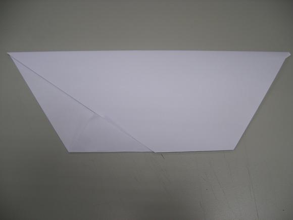 4一樣將上方左邊三角處,翻面後沿邊線摺成正三角.jpg
