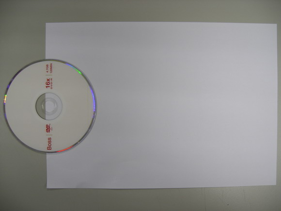 2將CD片放在A4紙前端.jpg