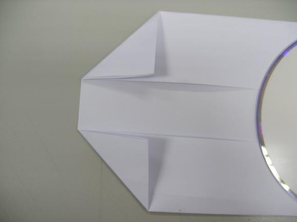 6將對摺的A4紙另一端左右向內對摺成三角狀.jpg