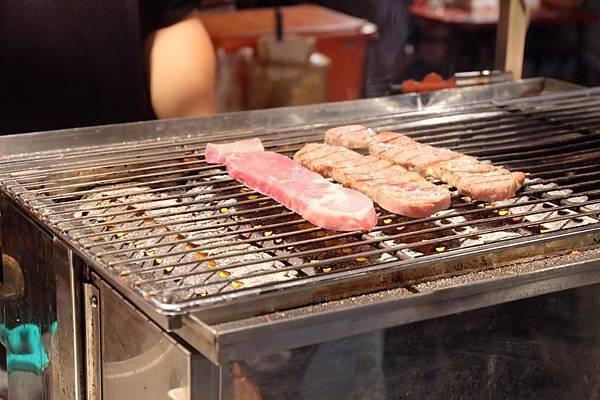 架上的肉2.jpg