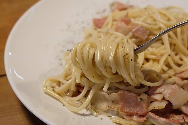 培根白醬義大利麵4.jpg