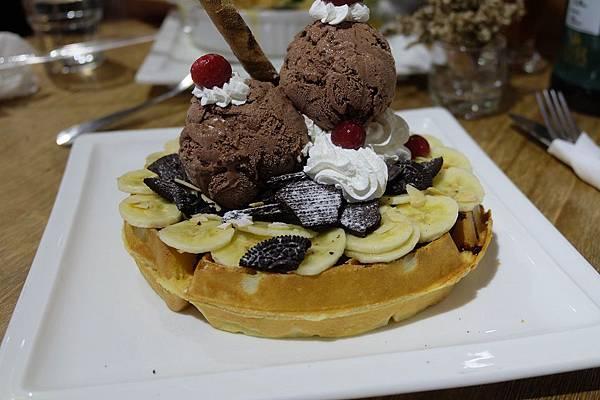 巧克力蕉朋友鬆餅側面.JPG