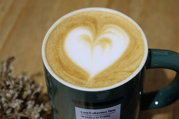 貝禮詩拿鐵咖啡2.JPG