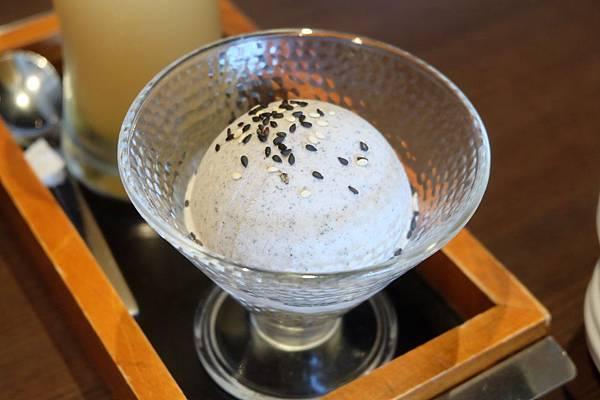 日式芝麻冰淇淋.JPG
