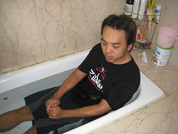 譽勳受浸成為弟兄01