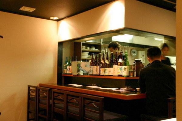 月八居酒屋