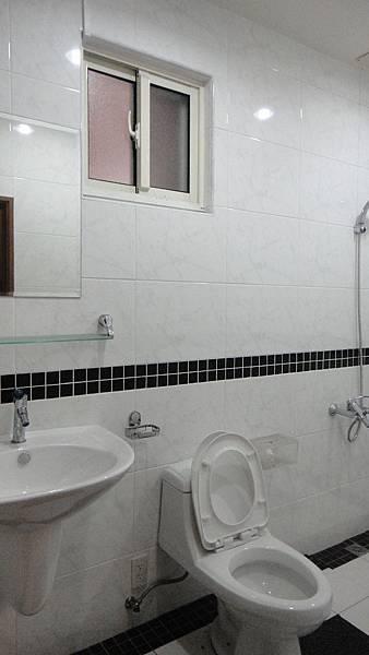 9衛浴開窗