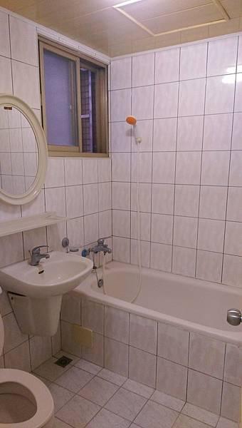 08主臥衛浴開窗