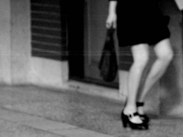 窄裙 走光 正妹