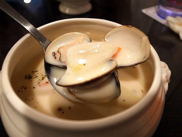 庭緣義式坊-蛤蠣巧達濃湯