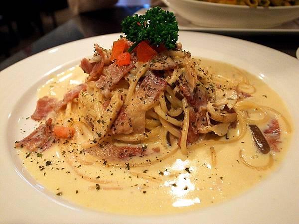 庭緣義式坊-培根蛋汁義大利麵