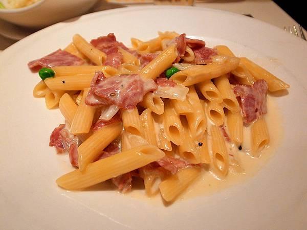 La pasta 義大利麵屋 奶油培根義大利麵