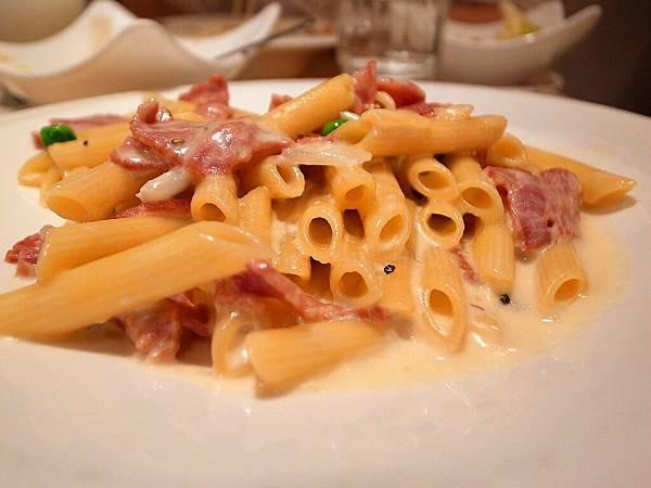 La pasta 義大利麵屋 奶油培根義大利麵 剖析圖