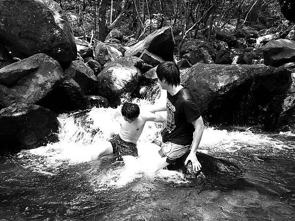 清涼消暑的青山瀑布