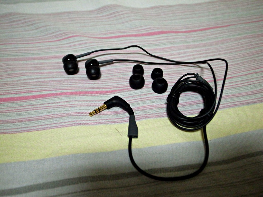 台灣 新蛋 耳機 便宜 CP值