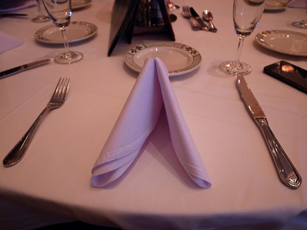 勞瑞斯圓桌