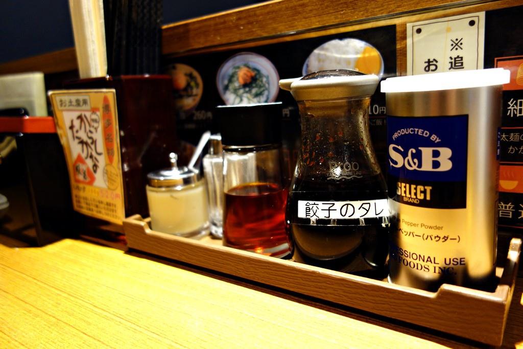 桌上各種調味料