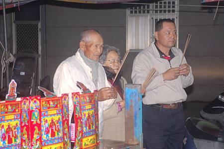 2014年12月4日雲林草湖鄭侯府迎五年王前一天叩謝神恩 (34).JPG