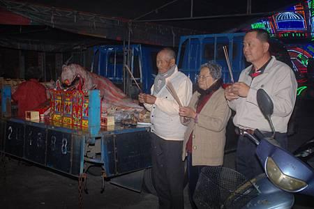 2014年12月4日雲林草湖鄭侯府迎五年王前一天叩謝神恩 (37).JPG