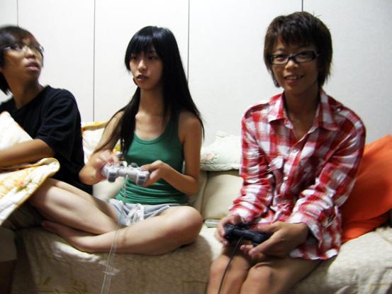 梨子和小艾在PK遊戲..