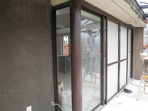 多雨的汐止區域-正新原廠PL192型隔音落地窗經得起考驗!
