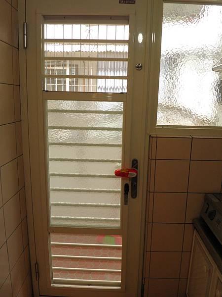 正新原廠三合一通風門併原廠固定窗.含水波紋強化玻璃