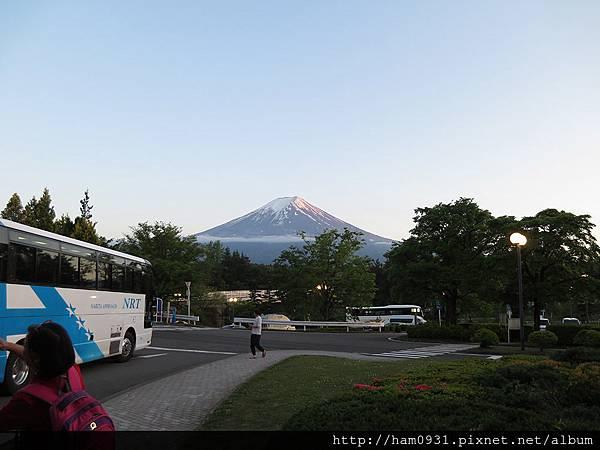 飯店門口的富士山
